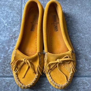 ミネトンカ(Minnetonka)のミネトンカ モカシン イエロー マスタード 黄色 アメリカ US8(ローファー/革靴)