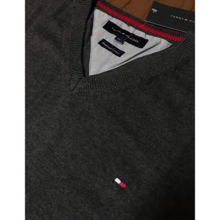 トミーヒルフィガー(TOMMY HILFIGER)のトミーヒルフィガー Mサイズ 新品未使用 コットン セーター ニット Vネック(ニット/セーター)