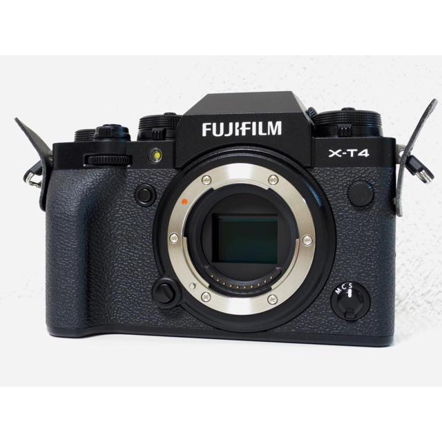 富士フイルム(フジフイルム)のフジフィルム XーT4 ブラック 保証書 新品級! スマホ/家電/カメラのカメラ(ミラーレス一眼)の商品写真