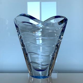 バカラ(Baccarat)の✯ レア 逸品 Baccarat ウェーブ ベース 青 クリスタル 花瓶 美品✯(花瓶)