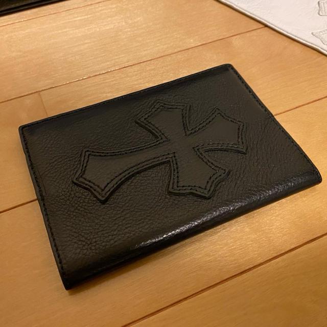Chrome Hearts(クロムハーツ)の正規品 本物 クロムハーツ クロスパッチ付き レザー パスポートケース メンズのファッション小物(長財布)の商品写真
