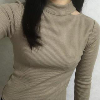 グレイル(GRL)の切り込みトップス(Tシャツ(長袖/七分))