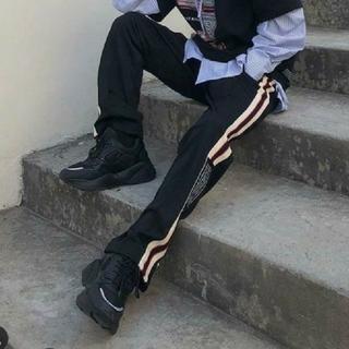 バレンシアガ(Balenciaga)のOY テープラインジップジャージパンツ ブラック(スラックス)