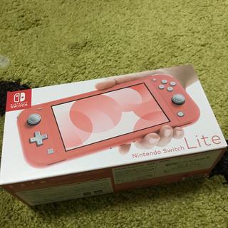 ニンテンドースイッチ(Nintendo Switch)のNintendo Switch lite 本体 スイッチ ライト コーラル(携帯用ゲーム機本体)