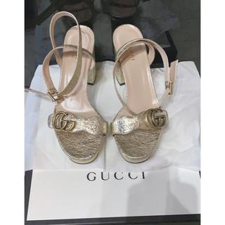 グッチ(Gucci)のダブルG プラットフォームサンダル ゴールド(サンダル)