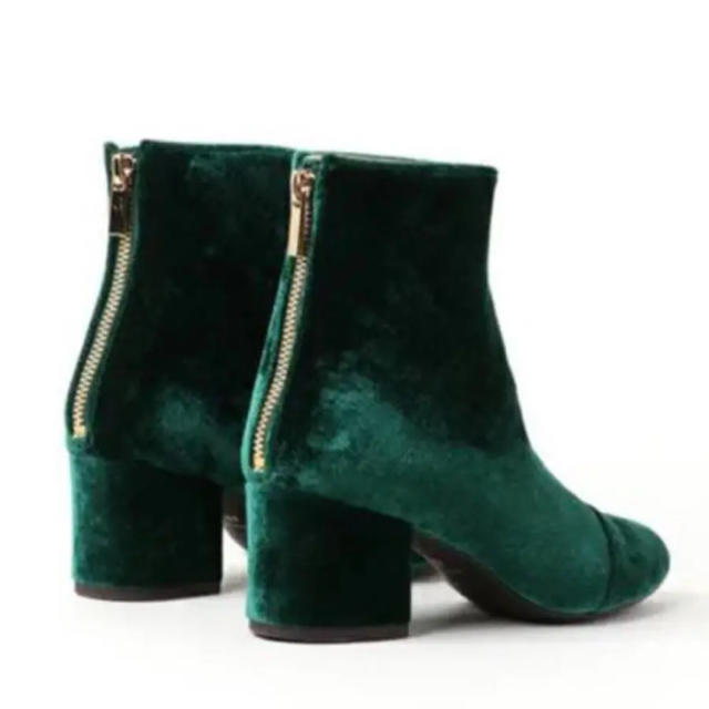 Adam et Rope'(アダムエロぺ)のアダムエロペ  ベロア ブーツ グリーン レディースの靴/シューズ(ブーツ)の商品写真
