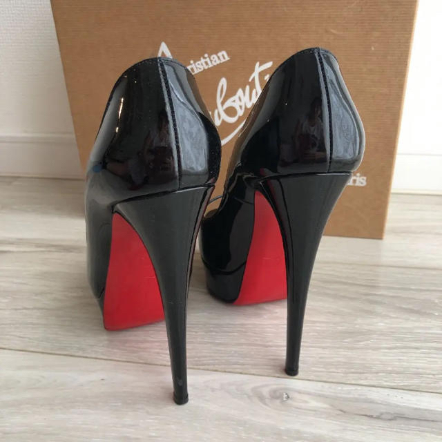 Christian Louboutin(クリスチャンルブタン)のクリスチャンルブタン パンプス 黒 レディースの靴/シューズ(ハイヒール/パンプス)の商品写真