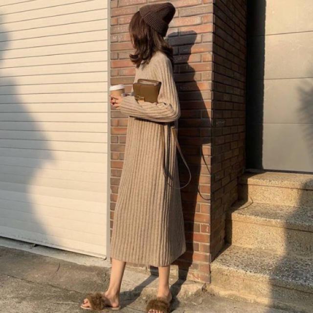 dholic(ディーホリック)のロング丈 ワンピース ニットワンピース ハイネック ベージュ 韓国 レディースのワンピース(ロングワンピース/マキシワンピース)の商品写真