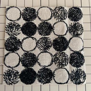 ミナペルホネン(mina perhonen)のミナペルホネン レア bii-dama ベージュ×ブラック ハギレ 生地(生地/糸)