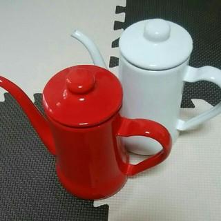 コーヒーポット(赤)+ サービスもう1点(白)