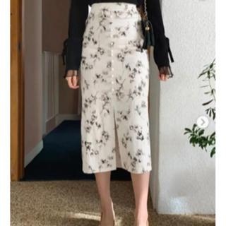 ディーホリック(dholic)の【美品】DHOLIC ボタンフローラルスカート(ロングスカート)