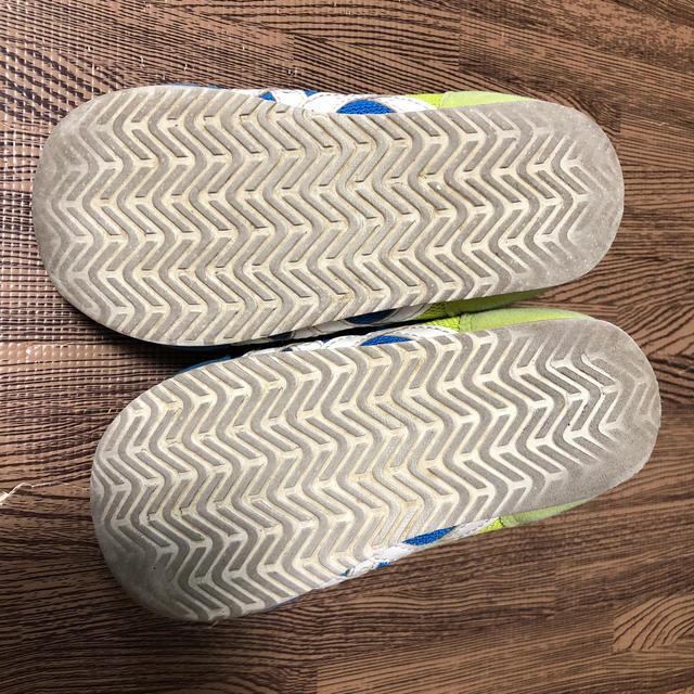asics(アシックス)のアシックス スニーカー 15.5cm トイストーリー キッズ/ベビー/マタニティのキッズ靴/シューズ(15cm~)(スニーカー)の商品写真