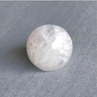 ヤエカ(YAECA)の天然石 ホワイトアゲート 大粒くり抜きリング 白瑪瑙 sirisiri シリシリ(リング(指輪))