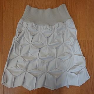 シビラ(Sybilla)のシビラ(未使用品)M 立体デザイン圧縮ウールスカート(ひざ丈スカート)