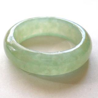 人気商品! 希望を叶える魔法の石 魅惑のグリーン 高級翡翠の指輪14号(リング(指輪))