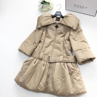 フォクシー(FOXEY)の【美品】定価26万円 FOXEY フォクシー 最高級シルク 中綿 ベルト コート(ロングコート)
