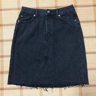 エイチアンドエム(H&M)のデニムミニスカート ブラック ダメージ加工(ミニスカート)