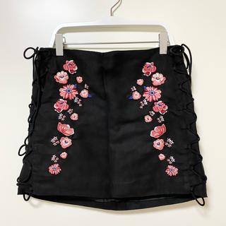 エイチアンドエム(H&M)のH&M スエードミニスカート 刺繍(ミニスカート)