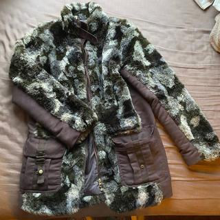 ローズバッド(ROSE BUD)の【美品】フェイクファーのコート(毛皮/ファーコート)