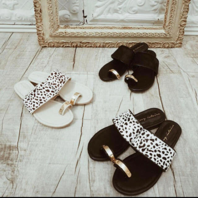 eimy istoire(エイミーイストワール)のeimyistoire ダルメシアンハラコサンダル レディースの靴/シューズ(サンダル)の商品写真