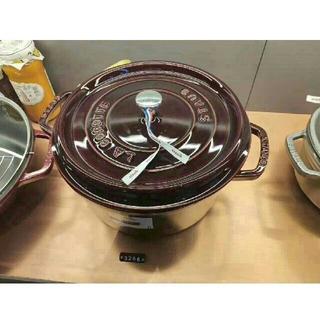 ストウブ(STAUB)の24cm鋳鉄STAUBほうろう鍋(調理道具/製菓道具)