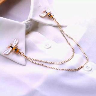 襟に付けるブローチ 蜂
