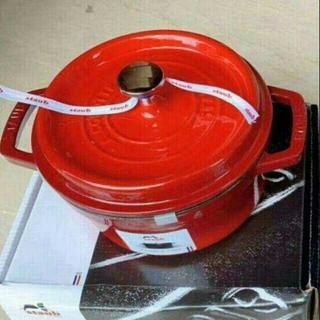 ストウブ(STAUB)の20cm 鋳鉄STAUBエナメル鍋 即購入ok!(調理道具/製菓道具)