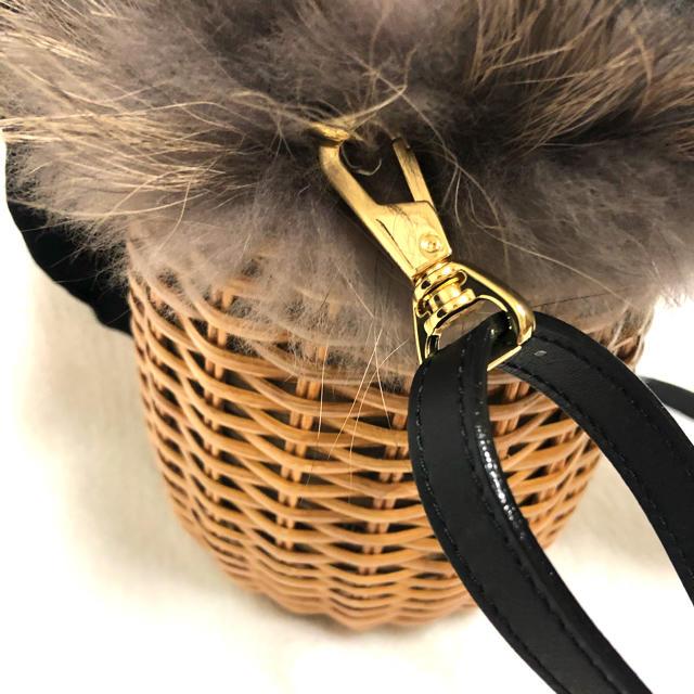 TOMORROWLAND(トゥモローランド)のviolad'oro  ラクーンファー付かごバッグ レディースのバッグ(かごバッグ/ストローバッグ)の商品写真