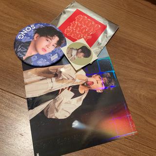 アイコン(iKON)のiKON最新缶バッジ&ホログラムポストカード☆ユニョン☆SONG(アイドルグッズ)
