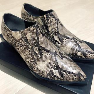 エモダ(EMODA)のえりおっと様専用✳︎新品未使用★EMODA パイソンシューズ✳︎(ローファー/革靴)