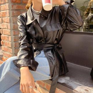 ディーホリック(dholic)の【予約商品】ロング レザー調 ジャケット リボン 韓国ファッション 秋 アウター(ノーカラージャケット)