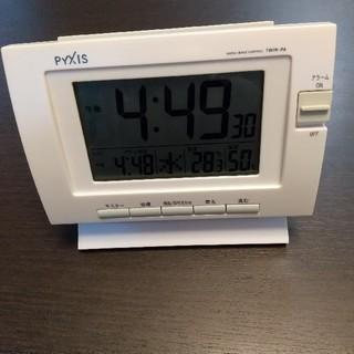 セイコー(SEIKO)の【SEIKO】【PYXIS】  電波時計 目覚まし時計  ホワイト(置時計)