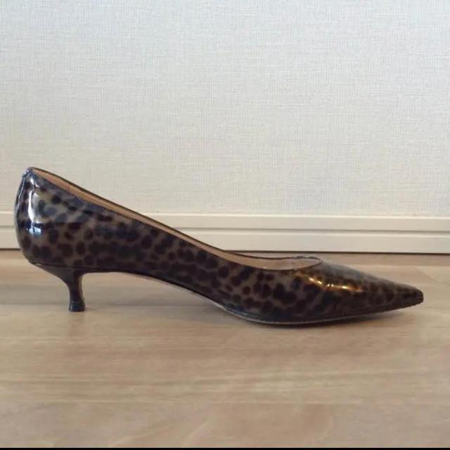 JIMMY CHOO(ジミーチュウ)のJIMMY CHOO ローヒールパンプス レオパード エナメル レディースの靴/シューズ(ハイヒール/パンプス)の商品写真