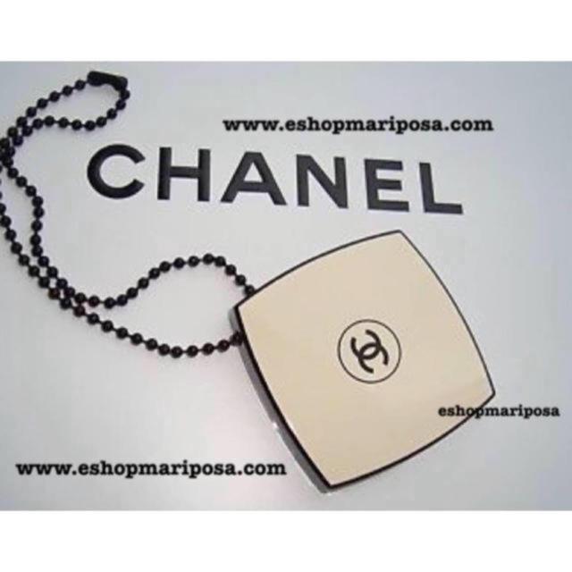 CHANEL(シャネル)のシャネル ミニミラーチャーム  レベージュ限定 キーホルダー、バッグチャームにも レディースのファッション小物(ミラー)の商品写真
