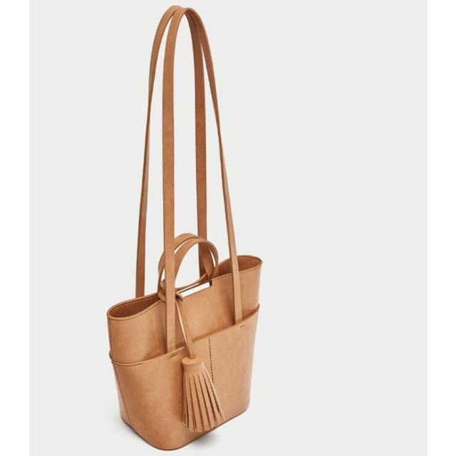 ZARA(ザラ)のZARA ザラ タッセル ミディアム トートバッグ レディースのバッグ(トートバッグ)の商品写真