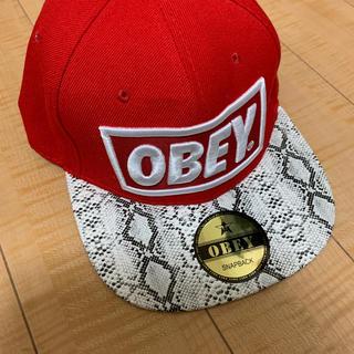 オベイ(OBEY)のOBEY  キャップ 赤 白 刺繍 新品自宅保管(キャップ)