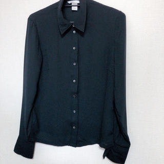 エイチアンドエム(H&M)の美品 H&M 黒シャツ (Tシャツ(長袖/七分))
