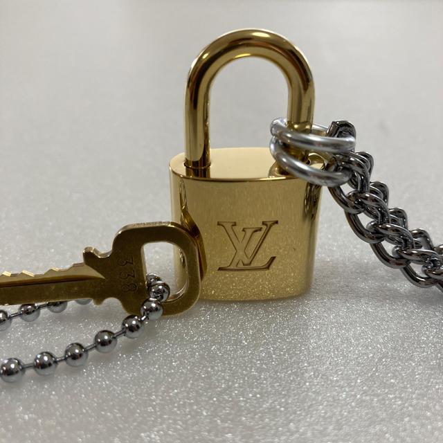 LOUIS VUITTON(ルイヴィトン)のLOUISVUITTON パドロック カデナ 南京錠 鍵有り  338 メンズのアクセサリー(ネックレス)の商品写真
