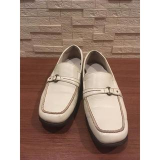 アシックス(asics)のアシックス ortholite ホワイトローファー 革靴 レディース 24.5(ローファー/革靴)