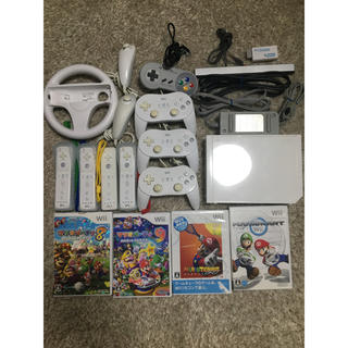 Wii - 任天堂Wii本体 Wiiリモコン×4 コントローラー×4 ソフト4本セット 他