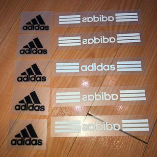 アディダス(adidas)のアイロンシール・右の白ロゴ5枚です(各種パーツ)
