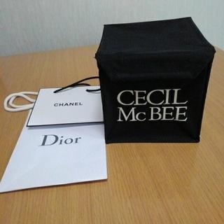セシルマクビー(CECIL McBEE)の【値下げしまし】CECIL McBEE CD.DVDケース&ブランド紙袋セット (CD/DVD収納)