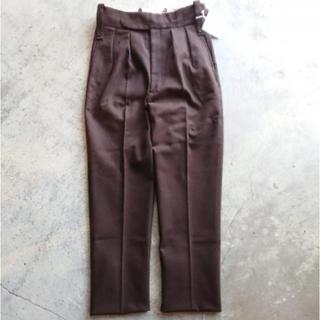 コモリ(COMOLI)のNEAT Cotton Kersey Beltless Brown(スラックス)