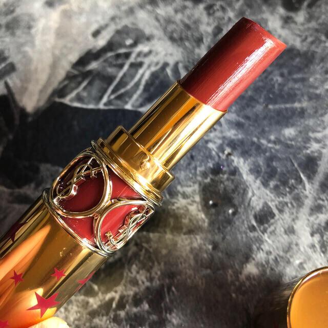 Yves Saint Laurent Beaute(イヴサンローランボーテ)のルージュヴォリュプテシャイン No.76 コスメ/美容のベースメイク/化粧品(口紅)の商品写真