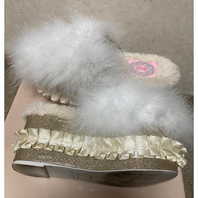 Swankiss(スワンキス)のスワンキス 厚底 グリッター ファー サンダル レディースの靴/シューズ(サンダル)の商品写真