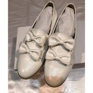 メルロー(merlot)のラスト◆新品◆merlot plus◆上質◆白+ダブルりぼんローファー◆M(ローファー/革靴)