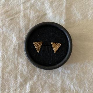 ヤエカ(YAECA)のaccessories mau 真鍮 三角 ピアス アクセサリーマウ(ピアス)