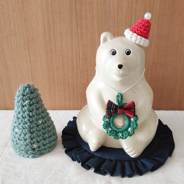 しろくま貯金箱用 サンタ帽子とタータンチェックリボンのリース ハンドメイドのインテリア/家具(インテリア雑貨)の商品写真