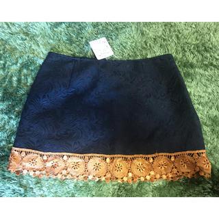 ローズバッド(ROSE BUD)のローズバッド新品タグ付き秋冬ミニスカート黒×ゴールド(ミニスカート)