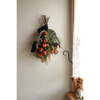 Halloweenに向けて。ごろっと木の実のスワッグ。ドライフラワースワッグ(ドライフラワー)